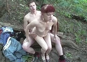 Порно Секс Со Зрелой На Природе